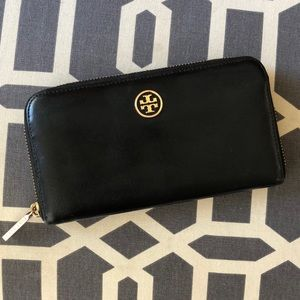Tory Burch Leather Zip Around Wallet. 🌟price firm